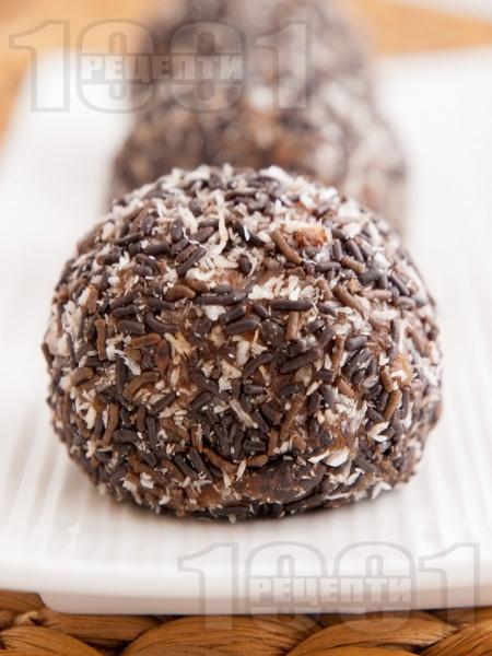 Шоколадови топчета (трюфели) от бисквити, орехи, шоколад, масло, какао и кокосови стърготини - снимка на рецептата